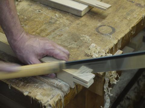 剣の部分は胴付鋸で挽く